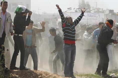 Manifestantes palestinos en las protestas del Día de la Tierra. | Reuters
