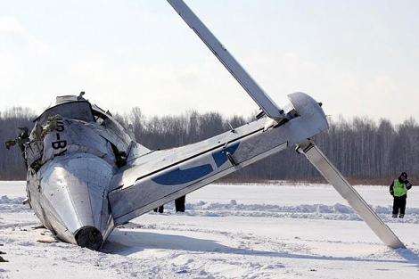 Restos del avión siniestrado al norte de Siberia. | Afp