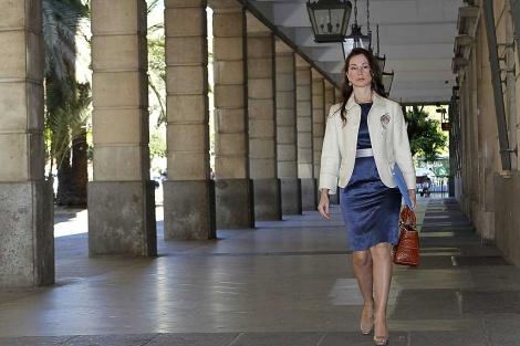 La juez Alaya, a su llegada al juzgado hispalense.   E.M.