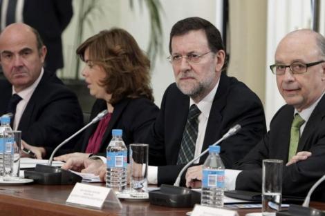 De Guindos, Santamaría, Rajoy y Montoro, en una reunión con proveedores de CCAA. | Efe