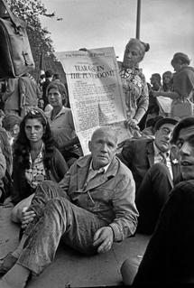 Jean Genet y William Burroughs, en una manifestación. | Ratmond Depardon