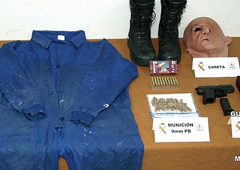 Parte del material intervenido al policía local detenido en Extremadura. | Interior