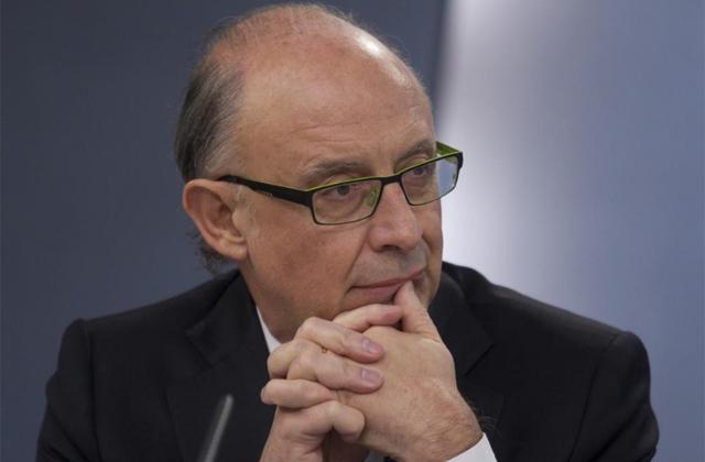 El ministro de Hacienda, Cristóbal Montoro. | Efe