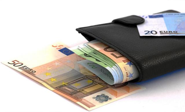 Cartera con euros. | Dreamstime