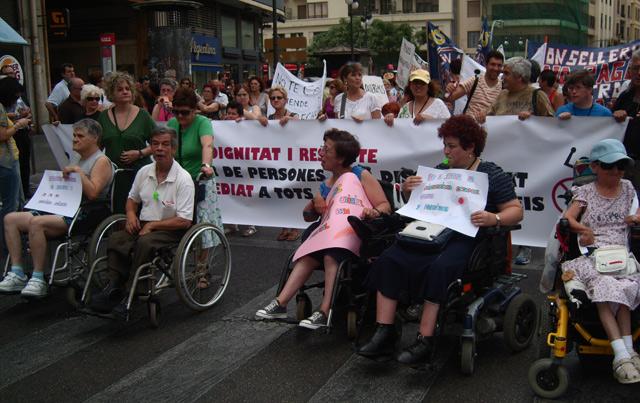 Manifestación de discapacitados y dependientes en el centro de Valencia.