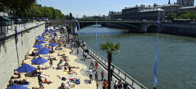 Vista de la 'playa' del Sena en la capital francesa. | Efe