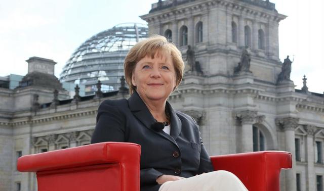 Merkel posa antes de la entrevista para la cadena pública ARD. | Afp