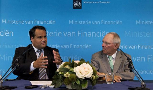 Los ministros alemán Wolfgang Schäuble y holandés Jan Kees de Jager. | Afp