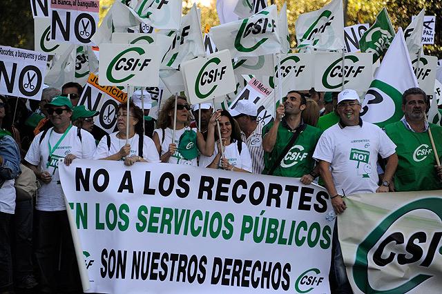 La marcha de los funcionarios contra los recortes. | Afp