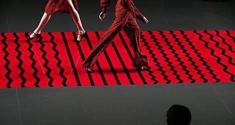 La pasarela y los diseños de Ailanto, en zig zag. | Reuters
