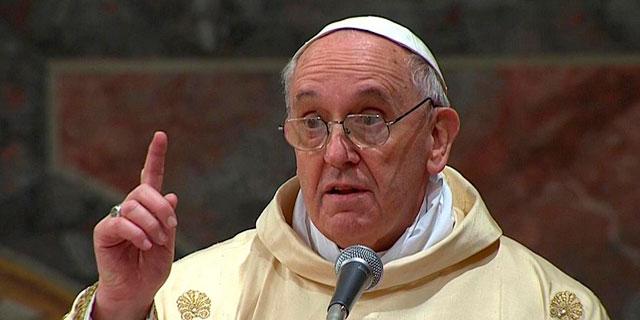 El Papa, esta tarde, durante su primera homilía. | Reuters VEA MÁS IMÁGENES