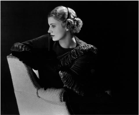 'Autorretrato con diadema' (Lee Miller, Estados Unidos, 1932). | © Lee Miller Archives, Inglaterra 2013. Todos los derechos reservados.