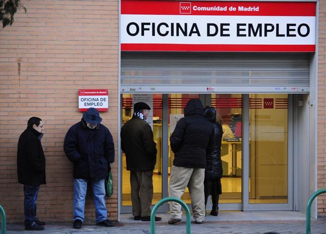 Cola en la oficina de empleo. | Bernardo Díaz