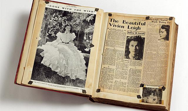 Uno de los libros de recortes de Vivien Leigh. | V&A/Efe