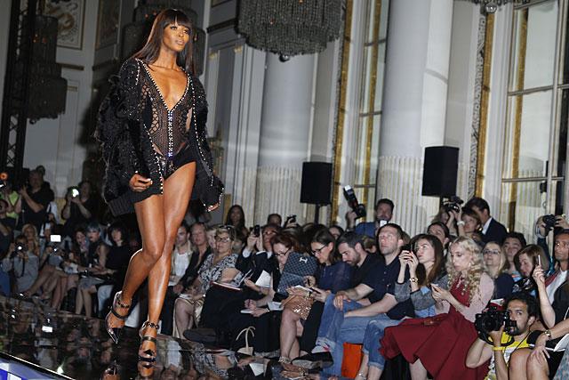 La modelo, el pasado julio en el desfile de Versace Atelier. | Gtres