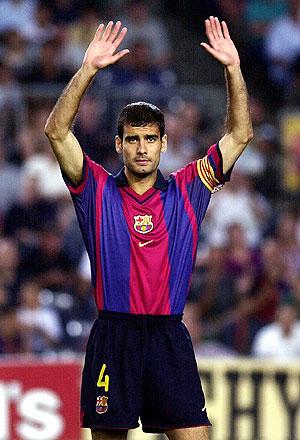 Guardiola, en su último partido como azulgrana, en 2001. (Foto: EFE)