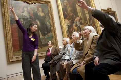 Enfermos de Alzheimer visitan el Louvre en París. | I'm Still Here Foundation