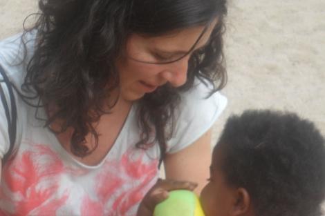 Cristina, junto a su hija Tari. | EL MUNDO