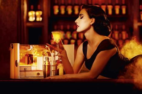Dita Von Tease tomando una bebida alcohólica. | El Mundo