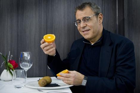 Jean Michel Cohen, preparado para tomarse un desayuno. | Iñaki Andrés