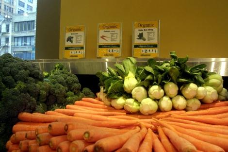 Un puesto de verduras y frutas. | El Mundo