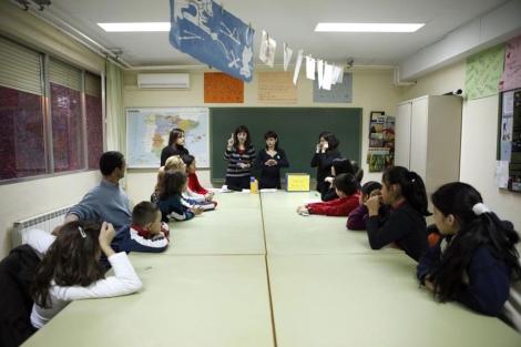 Padres e hijos en un taller de Escuela de Padres. | Sergio Enriquez-Nistal