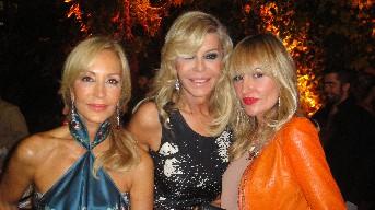 Carmen Lomana, Bibiana Fernández y Clara Courel durante el cóctel de la exposición.