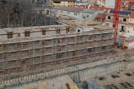 Edificio en plenas obras de rehabilitación.   EM